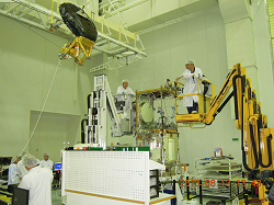 AMR radiometer antenna integration - © Thalès Alenia Space